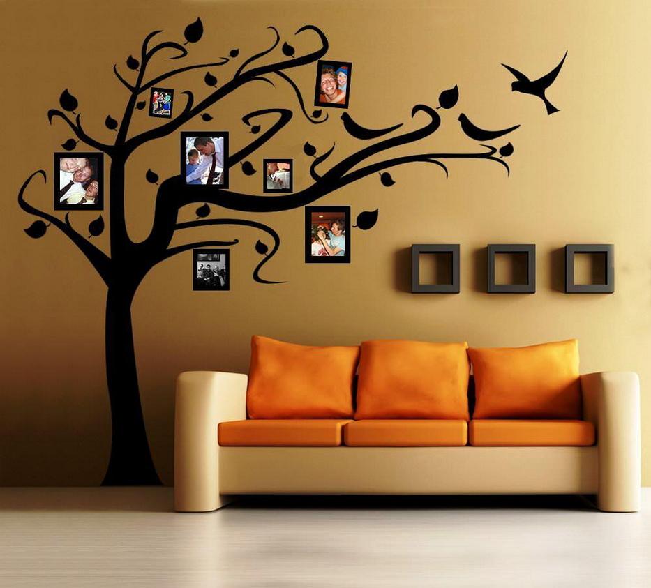 Рисунок дерева на стене в интерьере фото