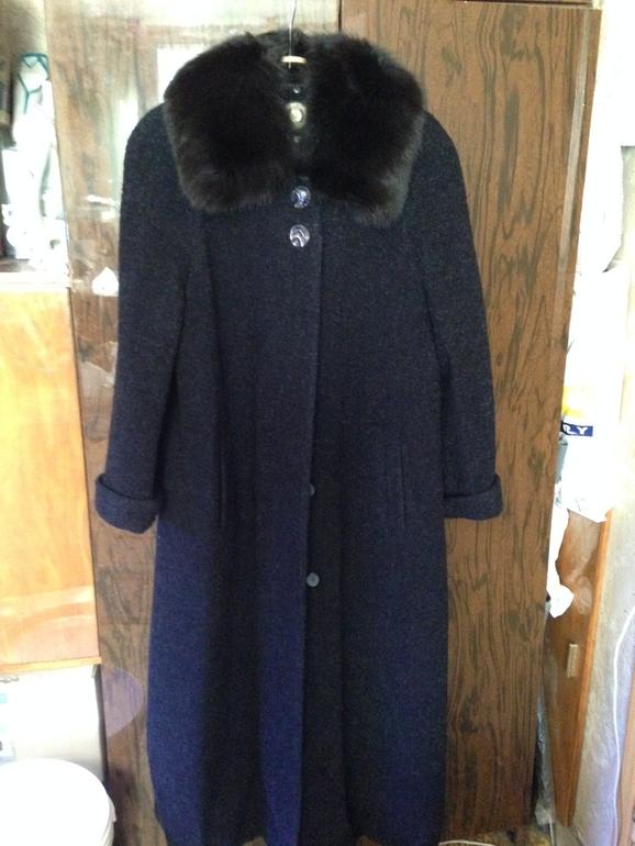 Пальто  демисезонное  т.  син.  разм  50-52
