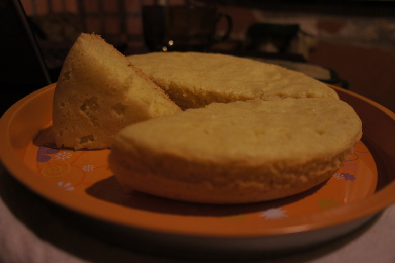 Первый бисквит. Мультиварка Лентел 700 ватт