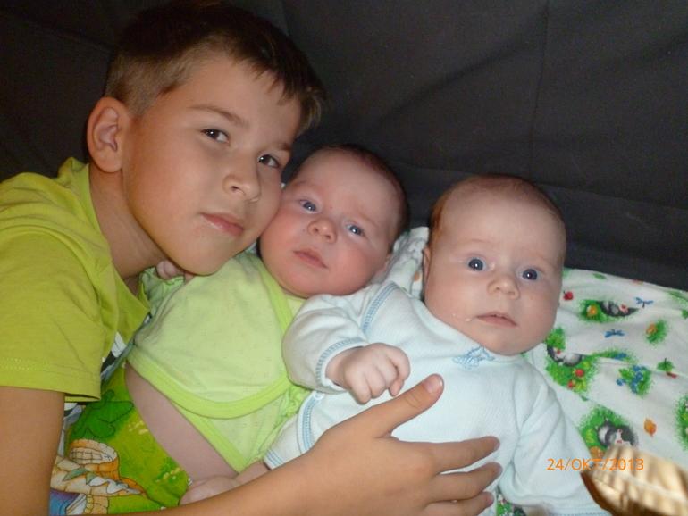 Всем привет. Я мама трех сыновей.Знакомимся.