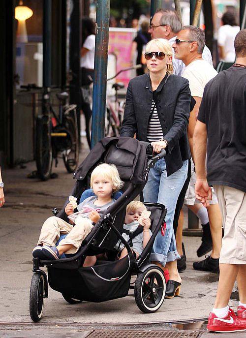коляски у звездных детей фото