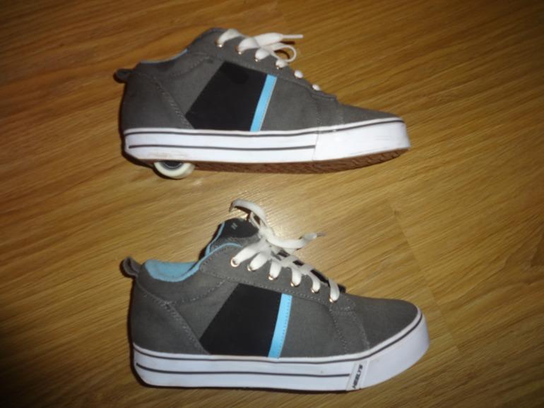 Новые роликовые кросовки. Размер 39. Цена 2500 руб.