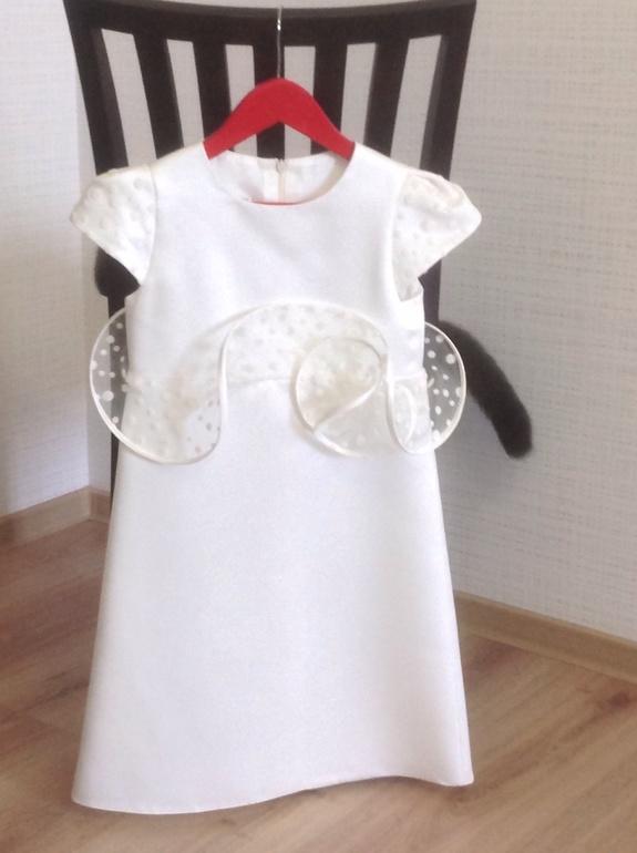 Продается  нарядное  платье  размер  8  лет