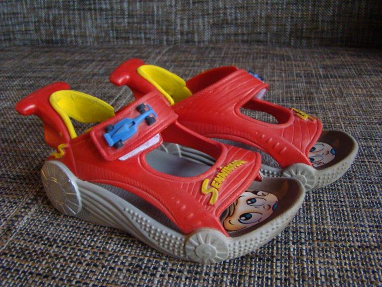 Обувь для мальчика 24р