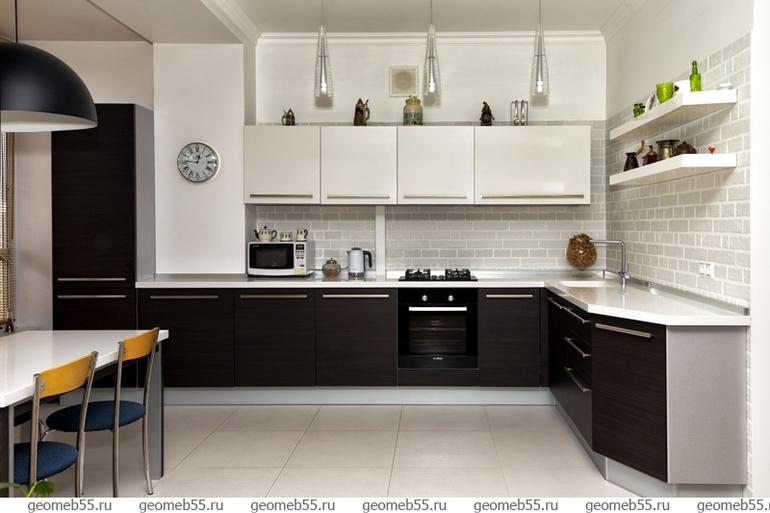 К белой кухне белый холодильник