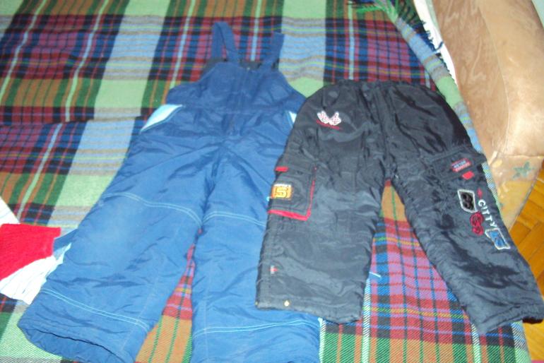 Отдам  две  пары  зимних  штанов  для  мальчика  р-р  104  Москва-Балашиха