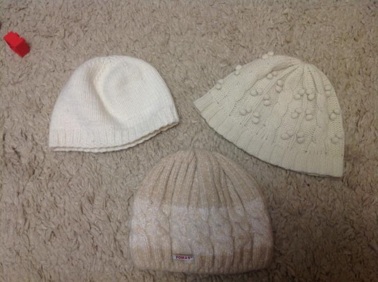Отдам  женское  42,  44  размера,  шапки,  шарфы.  Мужское  есть  примерно  50й  р-р.