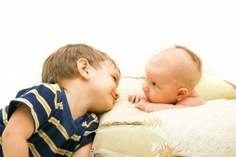 Смотреть онлайн старший брат с другом заставил младшую сестру делать ему минбет 23 фотография