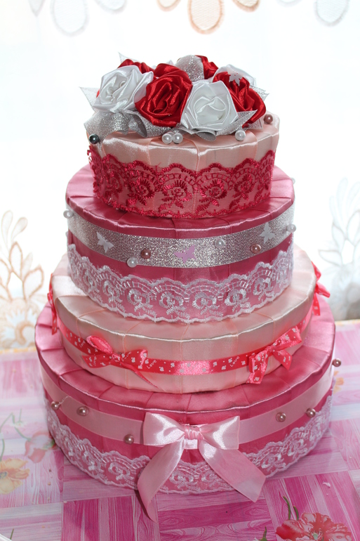 Объемный торт из картона и атласных лент на день рождения