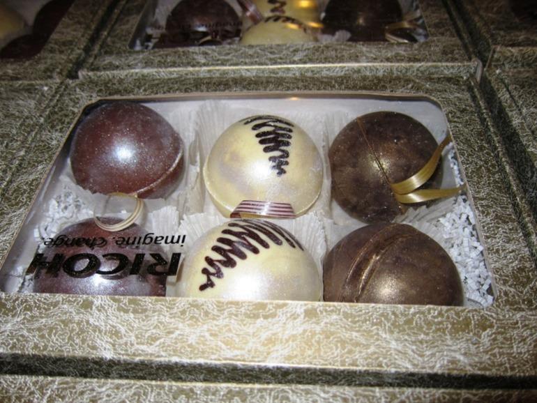 Эксклюзивное предложение к Новому 2014 году от нашего интернет-магазина - шоколадные шары на ёлку!