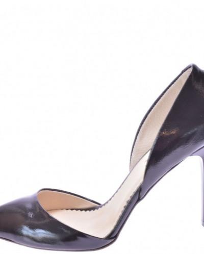 Женские лаковые туфли на каблуке