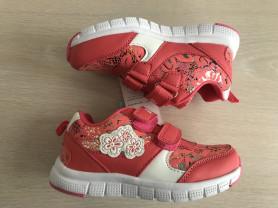 Кроссовки для девочек в наличии