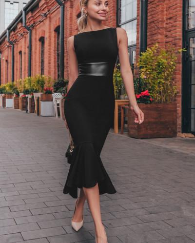 Приталенное черное платье