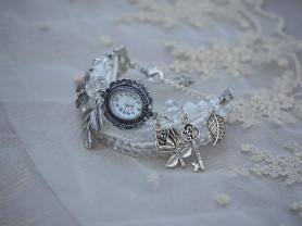 Белые часы-браслет