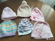 Много шапок на весну-осень