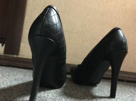Эффектные черные туфли