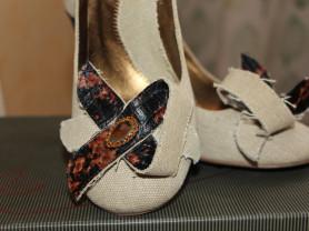 Оригинальные туфельки на толстом каблуке из кожи.