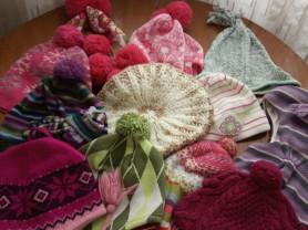 Много шапочек для девочки от годика до 9 лет