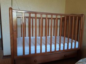 Детская кроватка и комод фирмы Гандылян