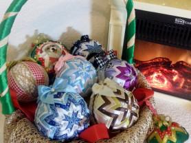 Новогодние шары ручной работы,очень красивые!!!
