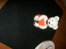 Продается валяная игрушка-брелок Милый медвежонок