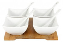 Набор д/закуски: 4 салатника с 4 ложками на подносе в подаро