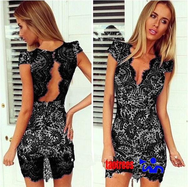 Платье кружевное с декольте