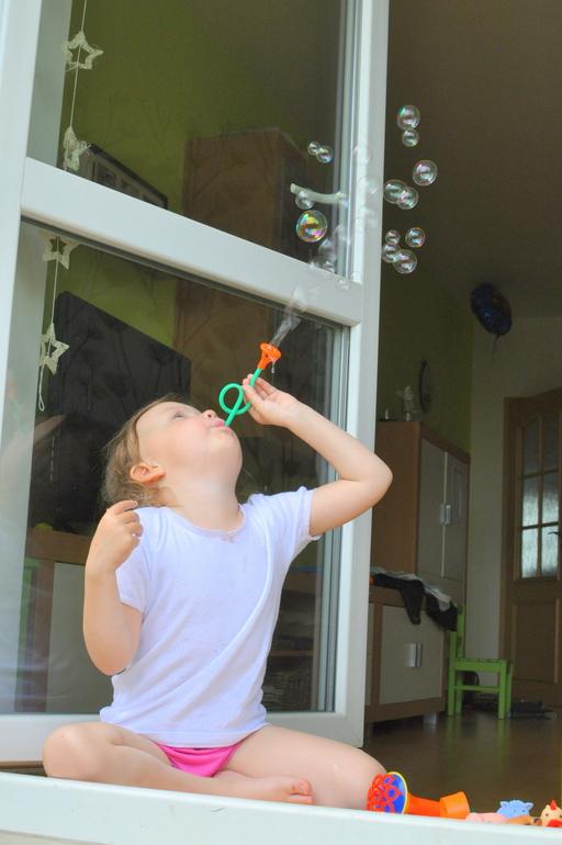 Николь и алиса мыльные пузыри