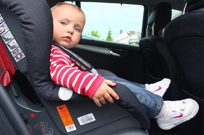 До скольки лет можно ребенку ездить без кресла