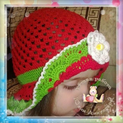 """шапочка""""ягодка"""" связанна в подарок дочиной подружке"""