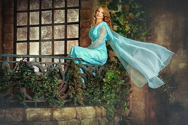 Продам  очень  красивое  платье  на  выход  р-р  46.