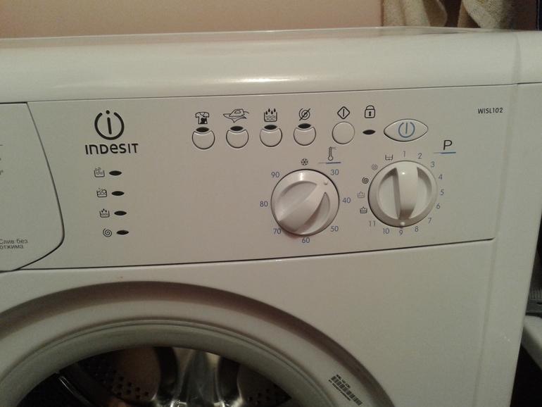 Продам стиральную машину *Indesit*.