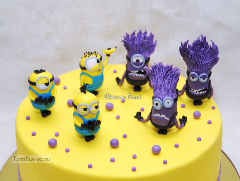 Торт миньоны на год