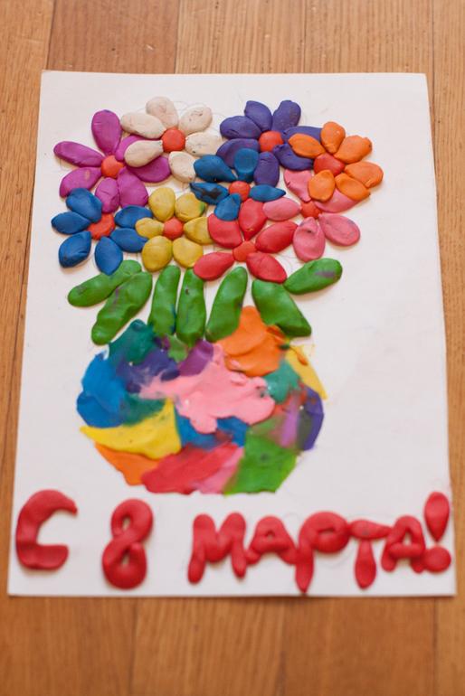 Детские поделки открытка к 8 марта из пластилина