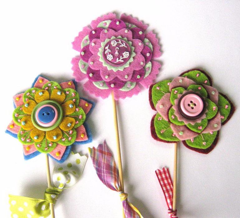 Цветы из фетра на палочке