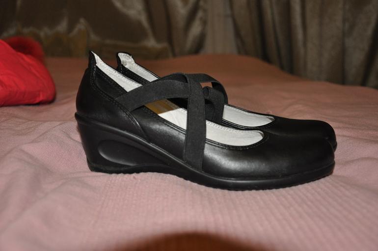 Туфли для школы р. 37  б/у  200 руб.
