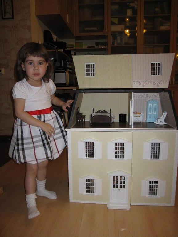 Наш  кукольный  дом  в  викторианском  стиле