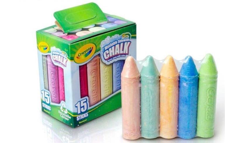 Наборы для рисования: карандаши, фломастеры, восковые карандаши, мелки.