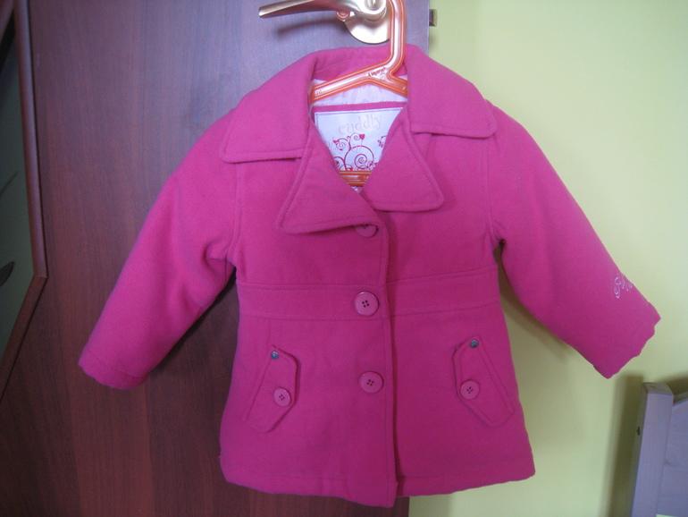 Осеннее пальто, размер 80 (большемерка). Цена 500 руб.