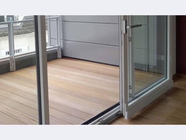 Раздвижное остекление комнаты между балконом..