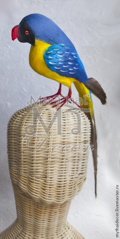 Попугай из пенопласта