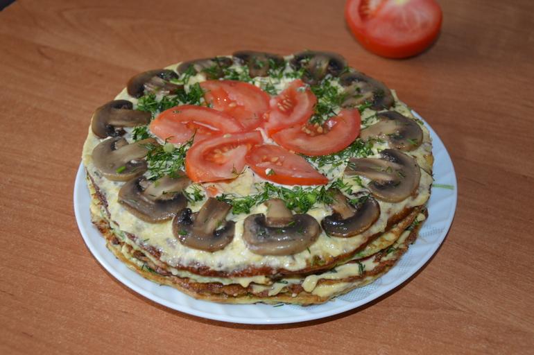 Кабачковый тортик с грибами и помидорами