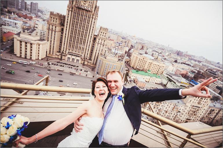 Ура!  Акция:  при  заказе  свадебной  съёмки  на  весь  день  лав  стори  со  скидкой  50%!