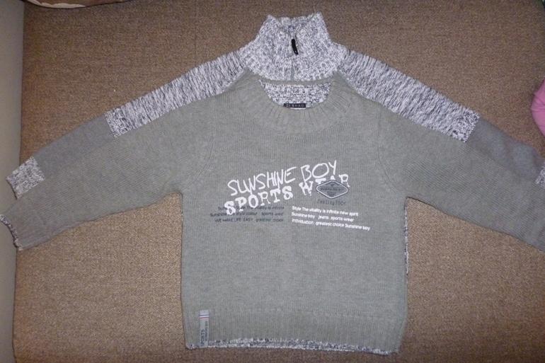 Комплект  из  2-х  свитеров  (р.98-104)  -  500  руб