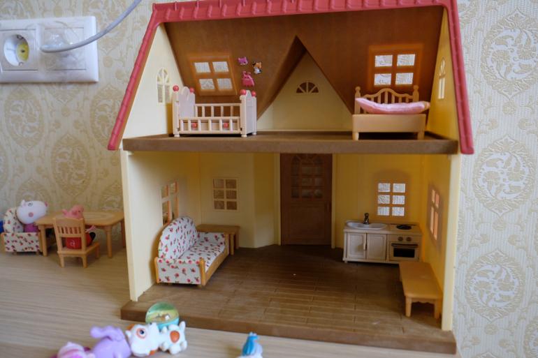 Дом для игрушек из киндера сюрприза своими руками 59