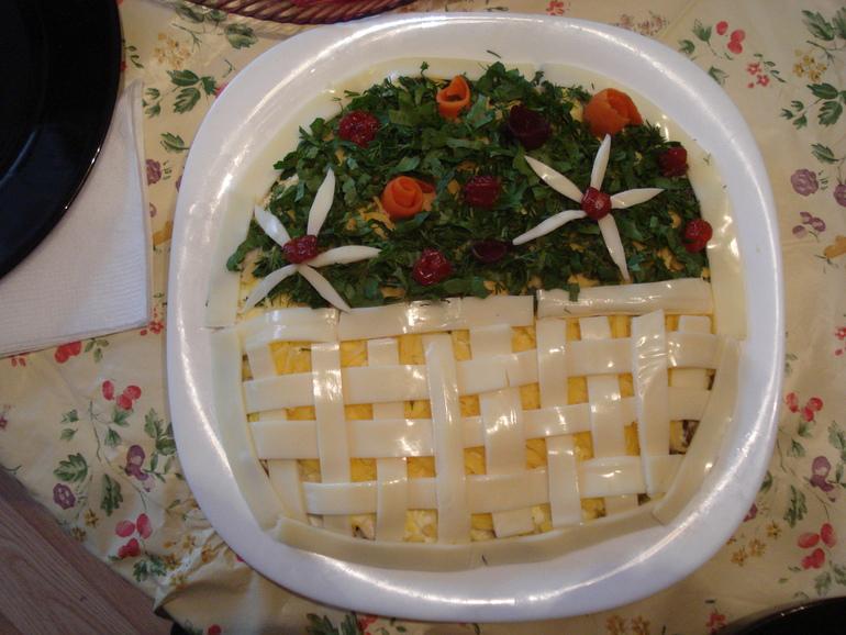 Салат корзина с цветами