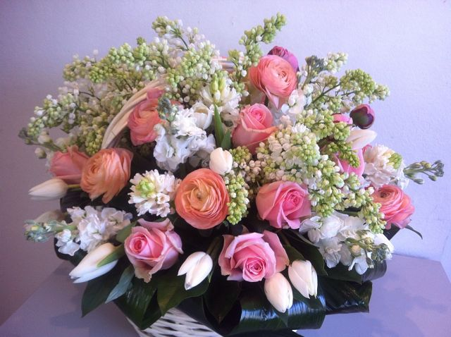 Доставка букетов, оформление торжеств, цветы
