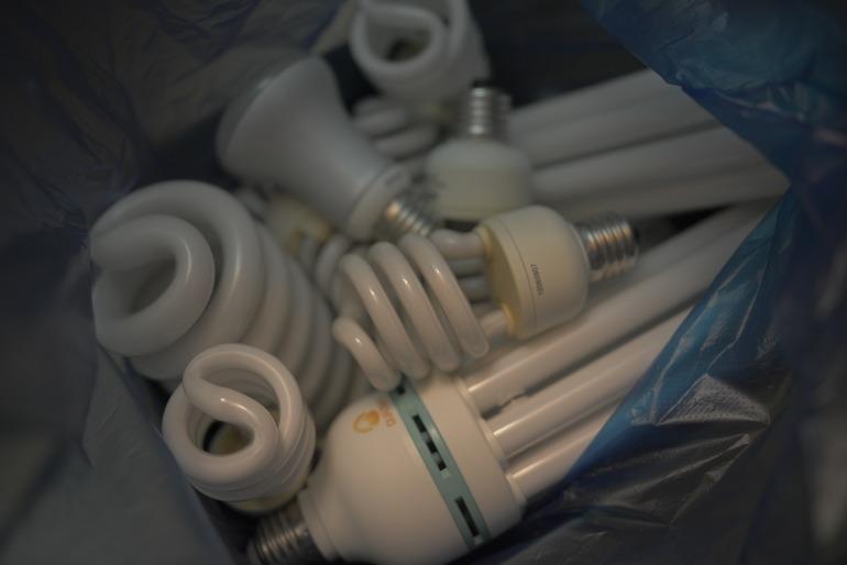Отдам работающие энергосберегающие лампы (люминисцентные)