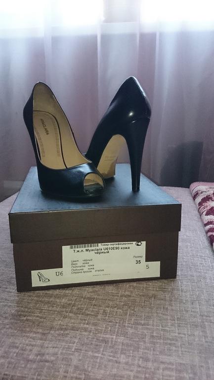 Черные кожаные туфли с вырезанным носом. Италия.