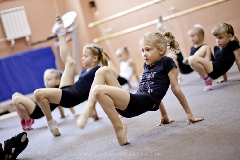 Массовое обнажение занятие гимнастикой видео просто